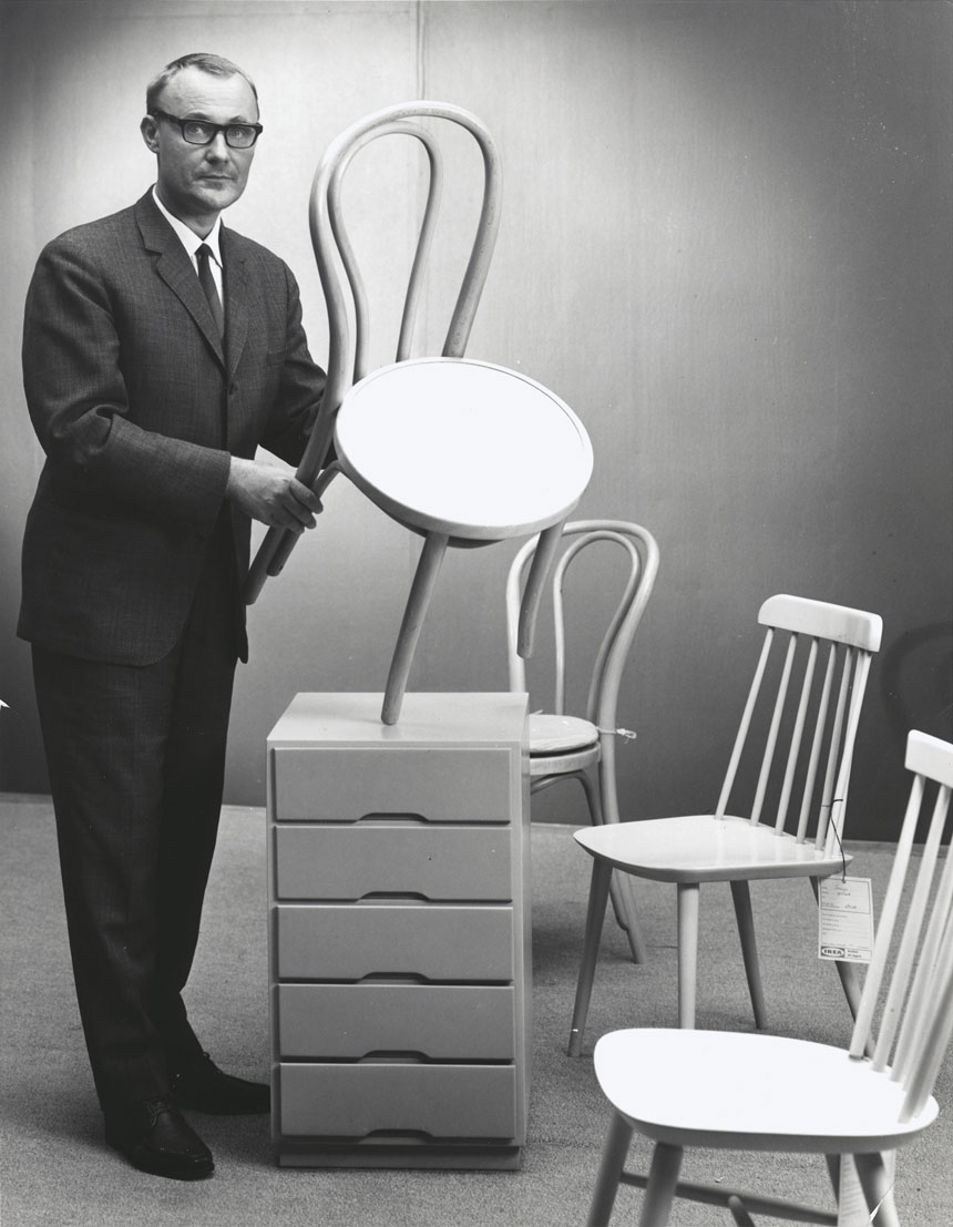 old-black-and-white-photo-of-ingvar-kamprad-holding-a-chair